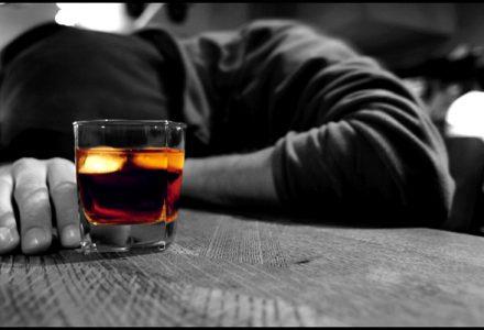 Depresja i alkoholizm – jak te choroby łaczą się ze sobą?